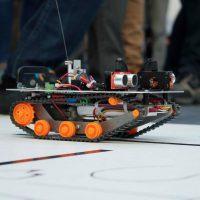Costruisci il tuo robot e scendi in gara!
