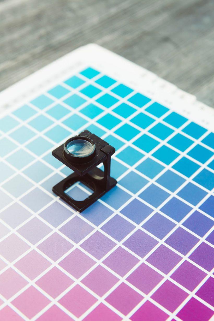 colori pantone o quadricromia? corsi di grafica creativa in espero